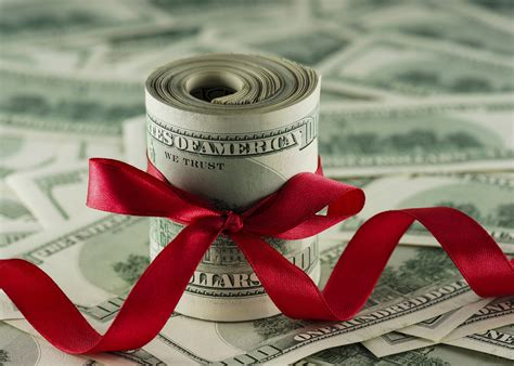 Do You Have To Pay Tax On Gift Cards - gift tax limits you need to know for year end planning apple growth partners