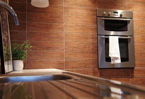 fliesen in der küche fliesen kuche fliesenarbeiten in der k 252 che interieur