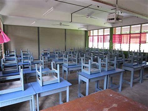 murid dirogol di bawah meja ketika guru mengajar gambar media get news