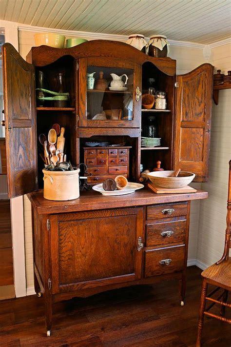 Diy Hoosier Cabinet by Best 25 Hoosier Cabinet Ideas On Antique