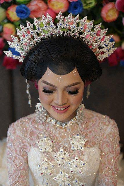 Yunita Makeup pernikahan adat tolaki yunita dan lung di kendari tolaki