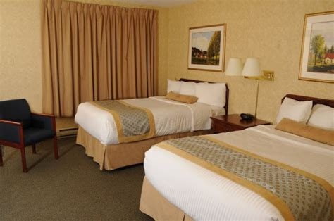 two double beds 2 double beds exterior room best western voyageur place