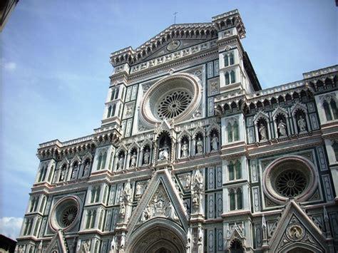 santa fiore facciata la facciata della cattedrale di santa fiore con