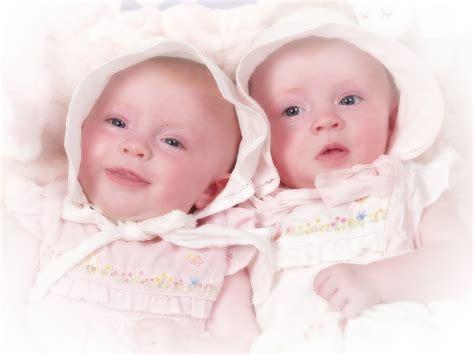 wallpaper anak menangis foto bayi kembar unyu unyu bangetz