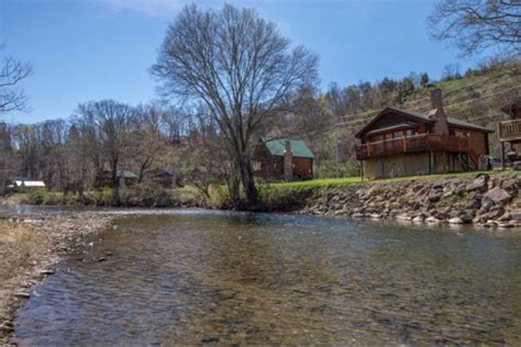 Chalets In Pigeon Forge by Pigeon Forge River Cabin Rentals Chalets