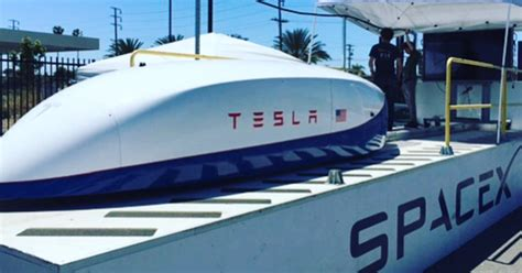 elon musk hyperloop news elon musk s hyperloop pusher pod hit an impressive 220 mph