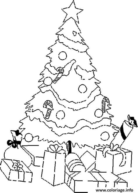 coloriage sapin noel avec cadeaux dessin