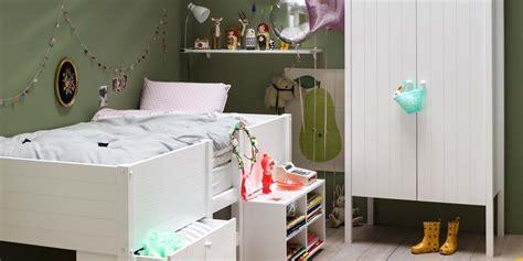 chambre enfant fly trendy dans la chambre duenfant luarmoire fait figure
