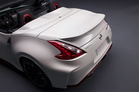 nissan  nismo roadster concept debuts  chicago auto show