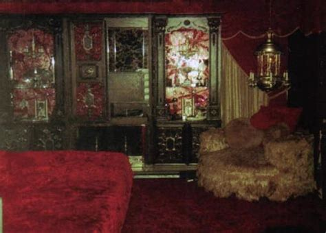 inside elvis bedroom elvis bedroom 1977 i guess since no one has never seen the