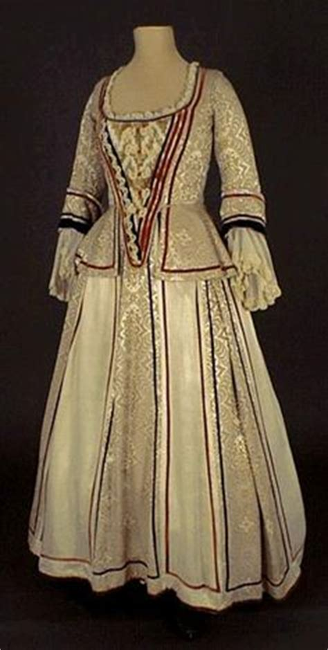 Mikhaila Dress Maroon 1000 ideas about 1600 fashion on 17th century doublet and de medici