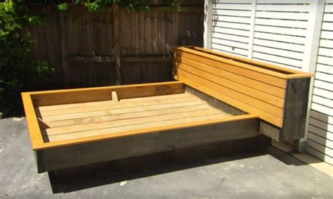 Diy Garden Guru Makes Outdoor Grass Daybed Out Of Wood Wooden Outdoor Daybed Furniture