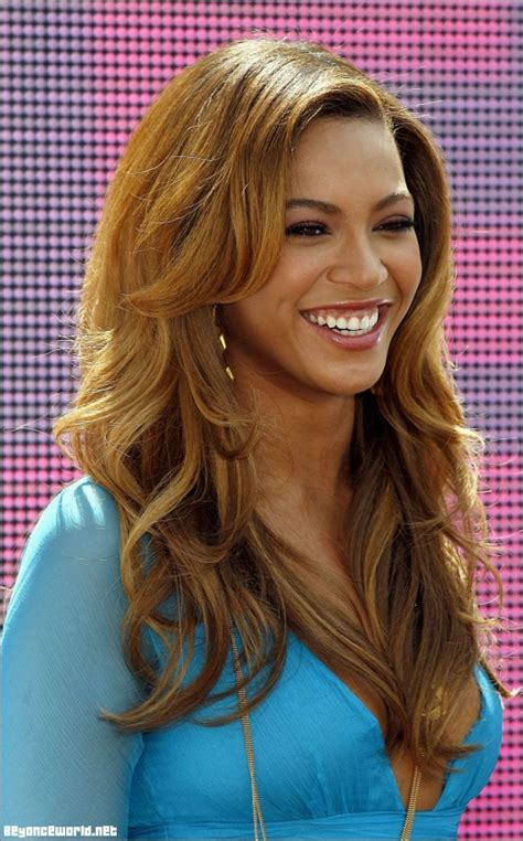 honey blond women of color beyonce hair colors over the years honey blonde hair