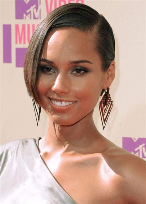 Alicia Keys New Haircut | rihanna alicia keys miley cyrus debut new haircuts at vmas