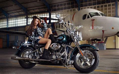 Motorrad Transport Flugzeug by Herunterladen Hintergrundbild Motorrad Flugzeug Hangar