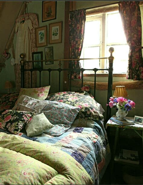 vintage inspired bedrooms best 25 english country style ideas on pinterest
