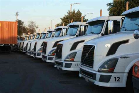 volvo  vnl  commercial truck     heavy duty trucks