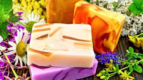 sapone fatto in casa senza soda sapone fatto in casa come fare saponi naturali a freddo