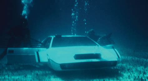 elon musk james bond tesla chef kauft 007 unterwasser lotus umbau zum
