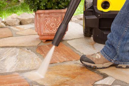steine sauber machen gepflasterte stein terrasse richtig reinigen