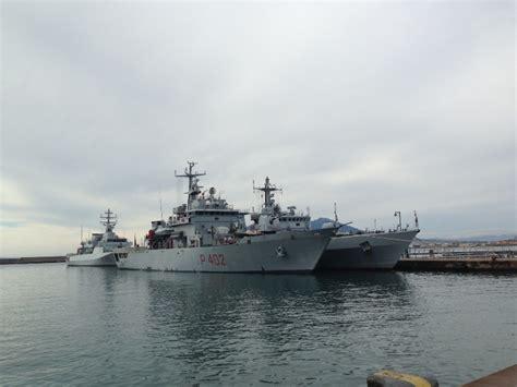 porto castellammare di stabia sbarcano al porto di castellammare tre navi della marina