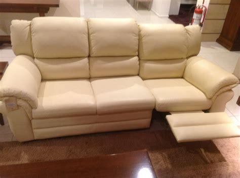 divano in divano in pelle beige a 3 post divani a prezzi scontati