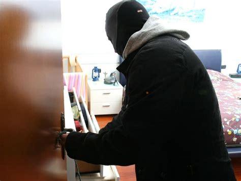 immagini di ladari furti in appartamento alfano quot raddoppiate quot