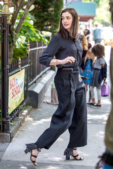the intern hathaway the intern set photos new york city