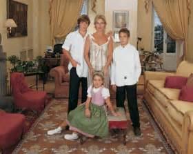 madre con hijo en hotel xxxxxx sof 237 a de habsburgo nos recibe en su palacio de roma
