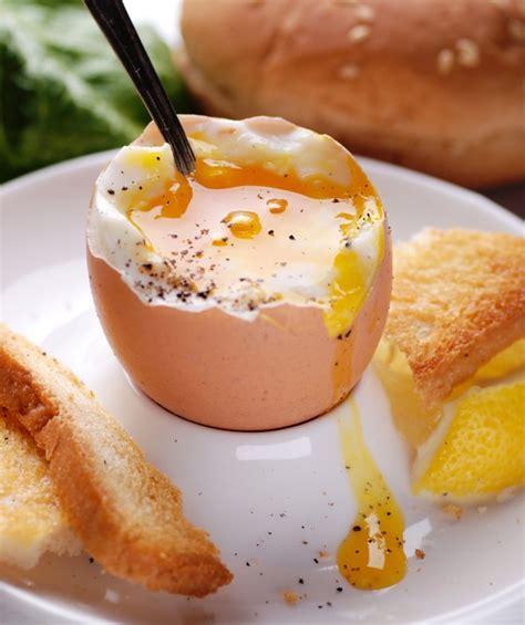 cucinare uovo alla coque uovo alla coque perfetto tempi di cottura trashic