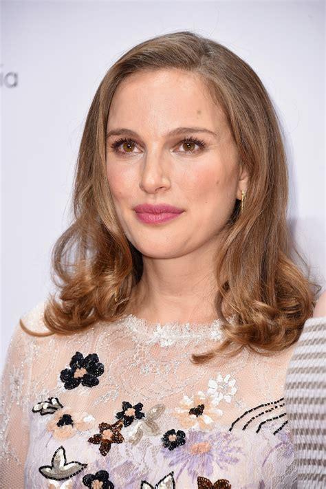 Natalie Portman Hairstyles by Natalie Portman Medium Curls Natalie Portman Looks