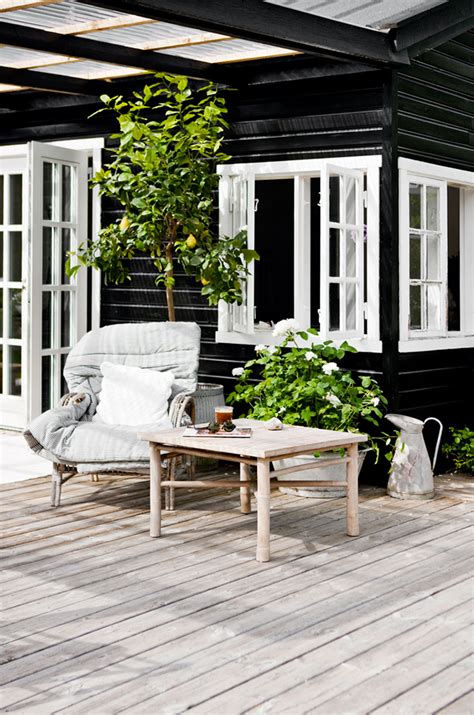 summer home design inspiration a bright scandinavian summer cottage the style files