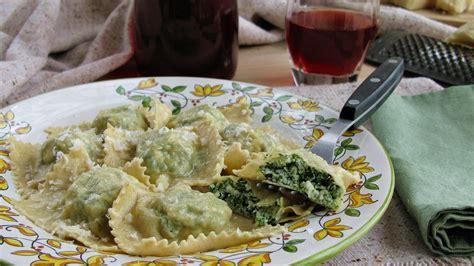 ravioli fatti in casa con ricotta e spinaci ricetta ravioli ricotta e spinaci ifood