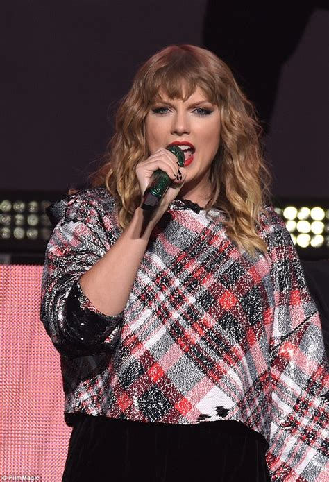 taylor swift in australia 2018 taylor swift releases australian tour dates for 2018