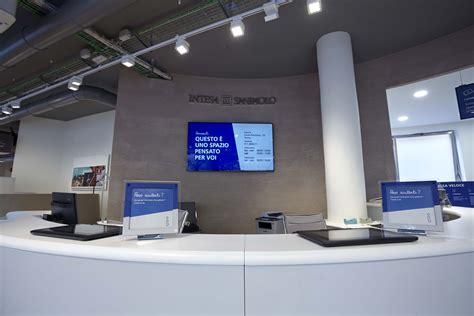 banca intesa filiali intesa sanpaolo fa il restyling alle filiali bluerating