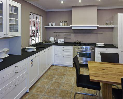 afbeeldingen landelijke keukens landelijke keuken in stijl landhuiskeuken op maat duitsland