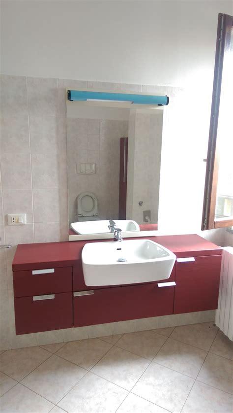 vendo mobile bagno vendo mobile bagno tenuto benissimo compreso di lavabo su
