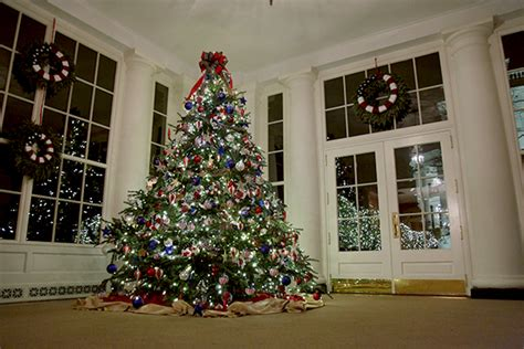 who pays for white house christmas holidays at the white house 2012 the gold family tree whitehouse gov