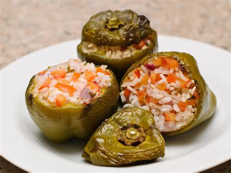 come cucinare i peperoni al forno 3 modi per cucinare i peperoni ripieni wikihow