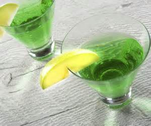 green apple martini recipe green apple martini appletini bigoven