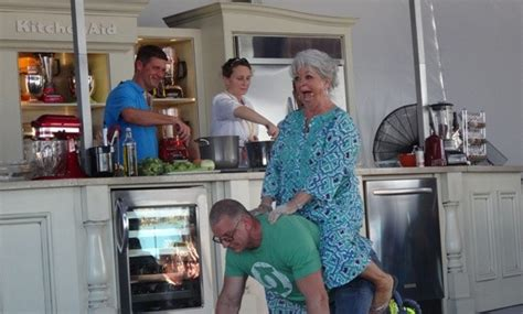 Do You Care If Robert Irvine Embellished His Rsum by Sobewff Paula Deen Is Back In The Saddle Again
