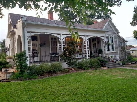 fixer upper show house for sale hgtv fixer upper homes appear on rental sites wptv com