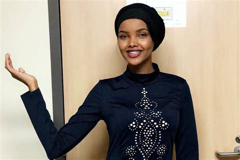 hijab wearing model debuted  kanye wests yeezy