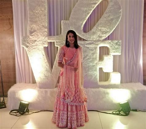 Smriti Mandhana Bio, Age, Career, Ranking & Hottest Photos