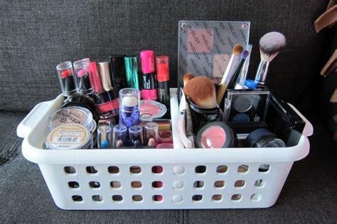 Rak Kosmetik Sederhana 18 inspirasi rak make up minimalis untuk kamarmu yang