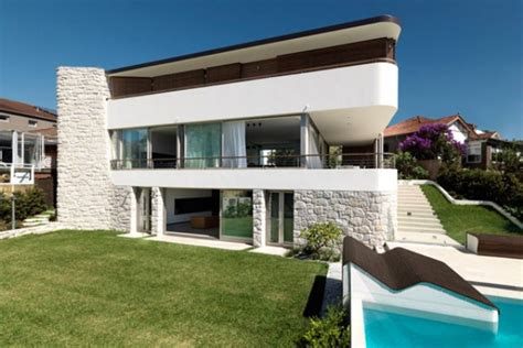 amazing modern homes modern and spacious black and white house digsdigs