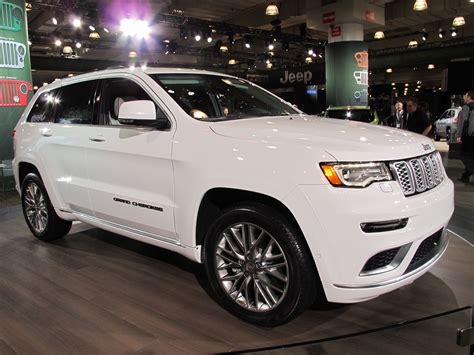 jeep grand cherokee 2017 summit 2017 jeep grand cherokee summit revealed live photos