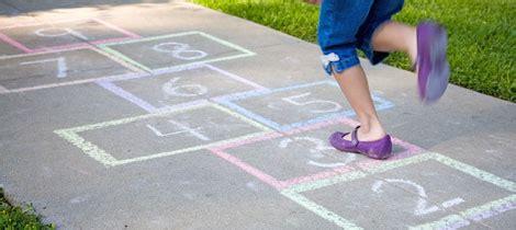 imagenes de niños jugando rayuela juego de la rayuela c 243 mo jugar con los ni 241 os