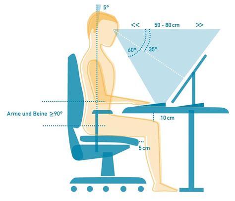richtig am schreibtisch sitzen richtige sitzposition am pc computer gaming academy