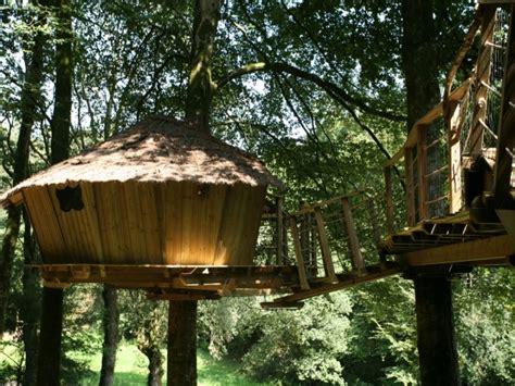 Cabane Dans Les Arbres Quistinic by Cabane En Bois Quistinic